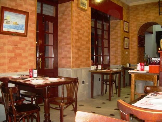 interior del restaurante el potalazo en cádiz
