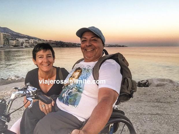 Miguel y Eva en Fuengirola al atardecer
