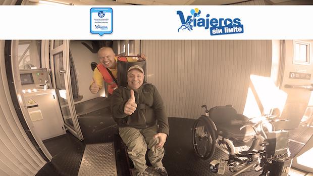 Miguel en avión con silla de ruedas