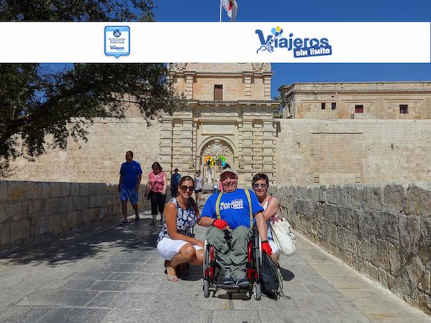 Miguel y Eva con una amiga en Mdina