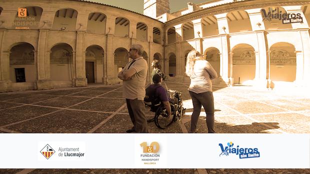 Miguel con su silla de ruedas en el Claustro del Convento de Buenaventura