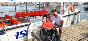 Miguel y Eva con el capitán del barco