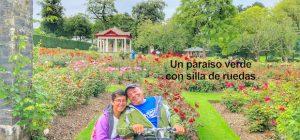 Miguel y eva posando en el jardín botánico entre flores