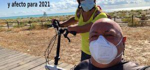 Miguel y Eva en handbike y bici