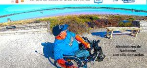 Miguel recorriendo las salinas con su silla de ruedas